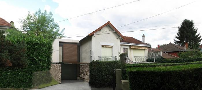 Extension d'une maison 1930 : façade sur rue