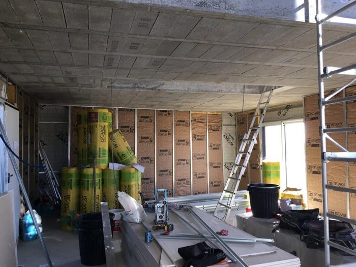 Construction d'une maison contemporaine : Isolation en cours